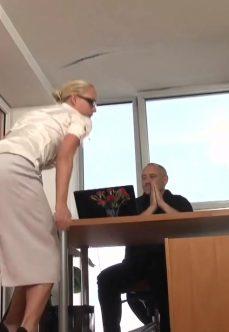 Patronu Kışkırtmak İçin Elinden Geleni Yaptı