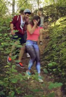 Genç Alman Kızları Köyün Ormanında Sex Yapıyor +18 Yetişkin Filmi